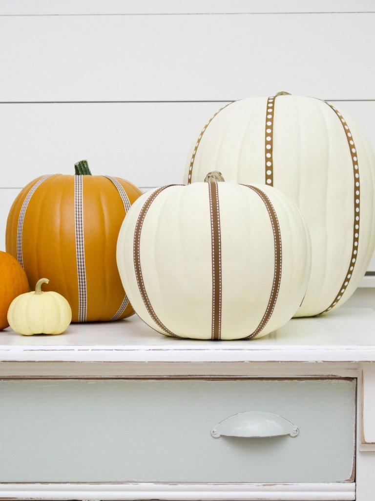 original_Layla-Palmer-Halloween-Ribbon-Pumpkins-Beauty-2_s3x4.jpg.rend.hgtvcom.1280.1707