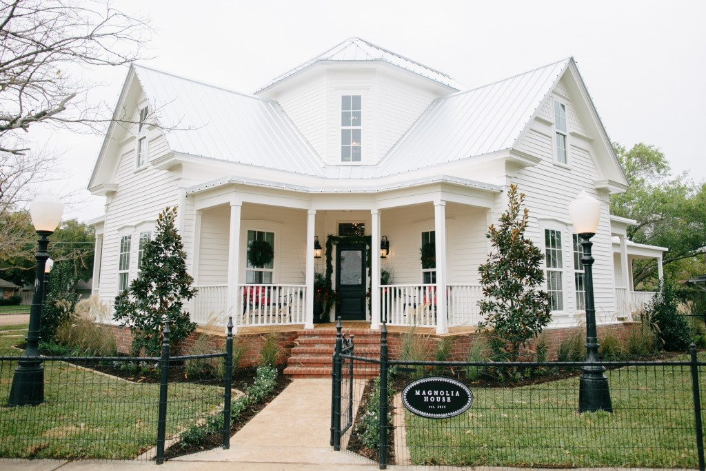 Magnolia house the new b b by fixer upper for Chip and joanna gaines bed and breakfast